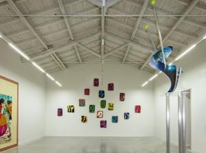 1. Visione della mostra (dettaglio) Enrico Astuni. Pietrasanta 2000§2010. Bologna, Galleria Astuni 2014