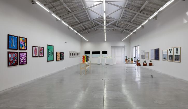 2-veduta-parziale-della-mostra-poliarte-larte-delle-arti-galleria-enrico-astuni-bologna-ph-renato-ghiazza